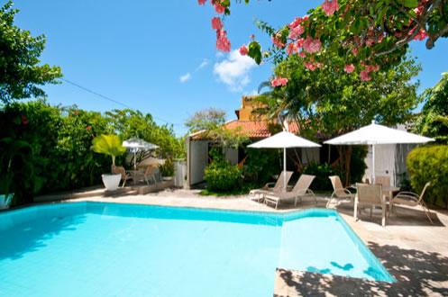 Vista da piscina durante o dia :: Pousada Castanheira - Natal RN