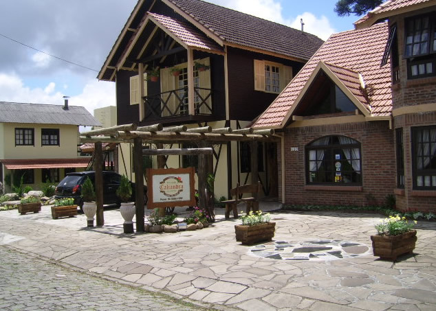 Casa central é a fachada antiga :: Pousada Caliandra da Serra - Canela RS