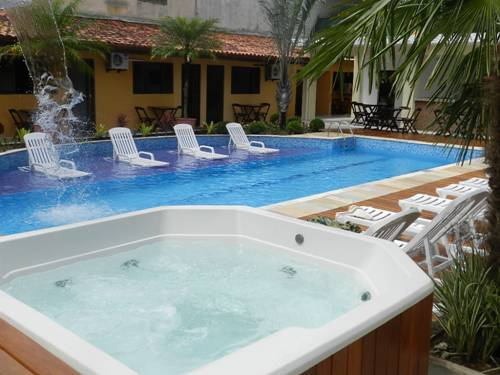 Jacuzzi Spa ao lado da piscina, utilização de 30 minutos por acomodação com horário agendado. :: Pousada Acqua Bella - Bertioga SP