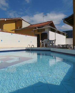 piscina em L. :: Pousada Estrela Guia - Ubatuba SP
