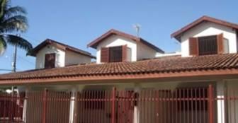 frente da casa nas toninhas :: Pousada Chalés Limeira - Ubatuba SP