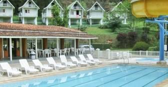 Piscina com toboágua e 2 piscinas infantis, lanchonete e salão de jogos. :: Hotel Fazenda Piccolo Mondo - Mairiporã SP